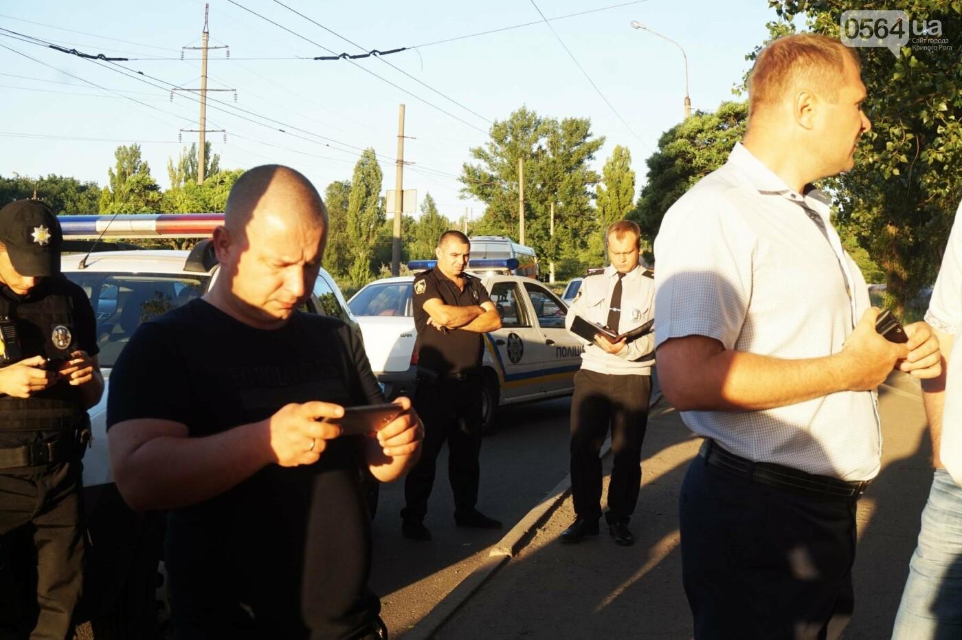 """""""При Януковиче такого не было..."""": криворожанка негодовала из-за закрытия активистами """"наливайки"""", - ФОТО, ВИДЕО, фото-85"""