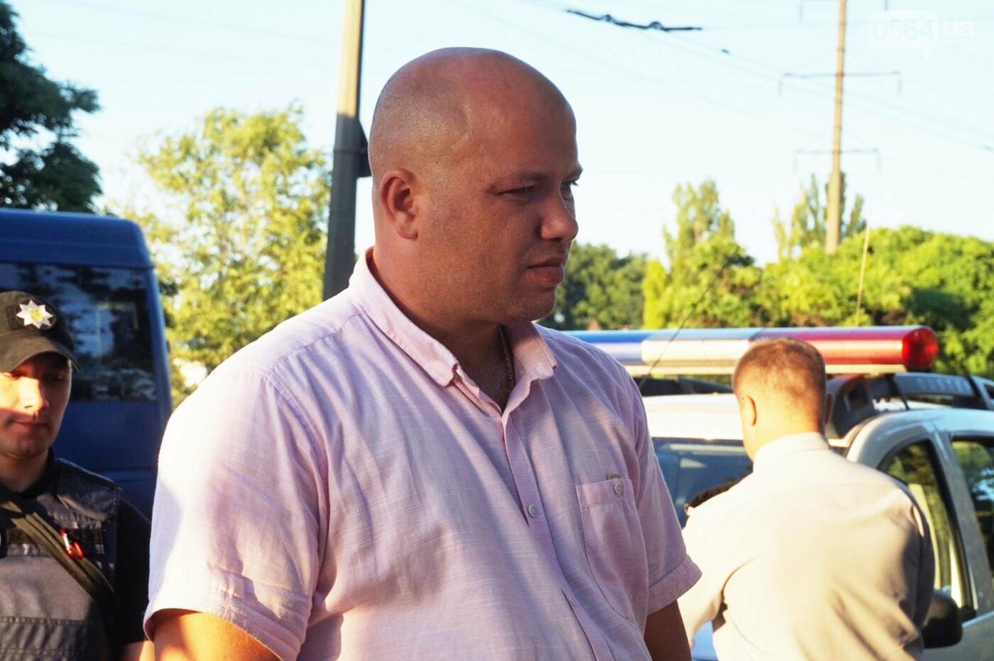 """""""При Януковиче такого не было..."""": криворожанка негодовала из-за закрытия активистами """"наливайки"""", - ФОТО, ВИДЕО, фото-89"""