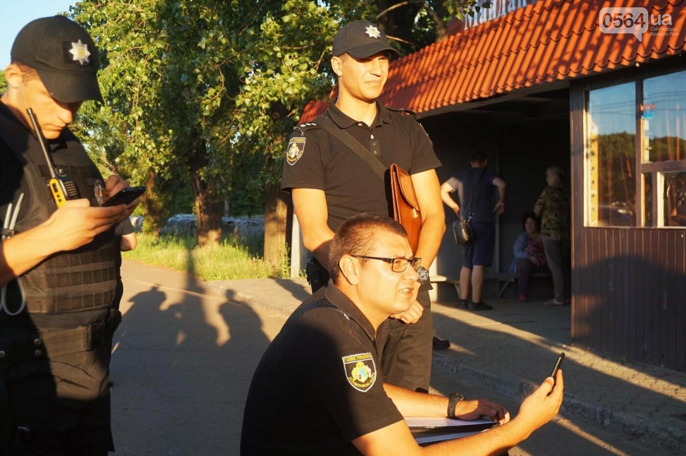 """""""При Януковиче такого не было..."""": криворожанка негодовала из-за закрытия активистами """"наливайки"""", - ФОТО, ВИДЕО, фото-87"""
