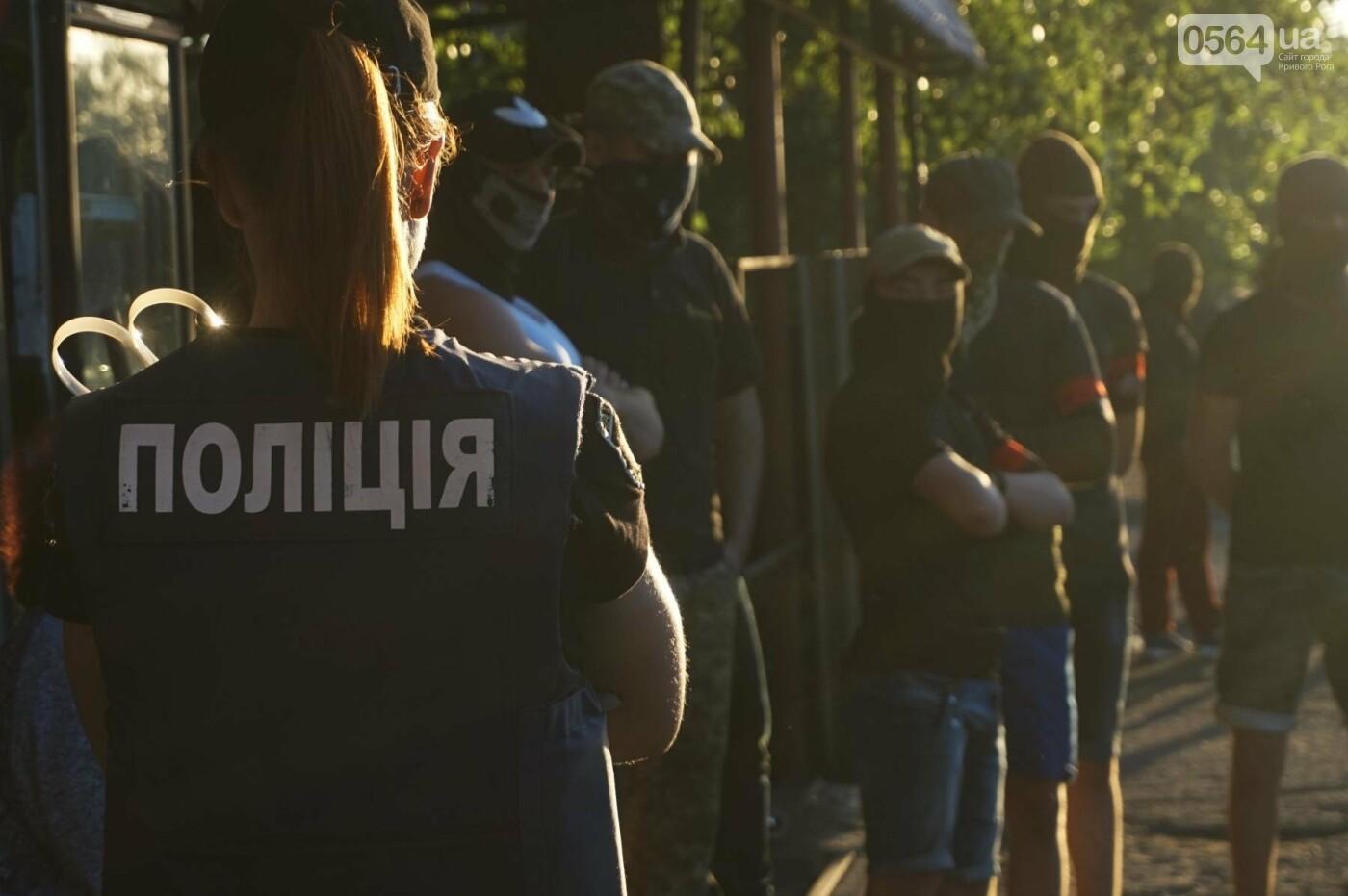 """""""При Януковиче такого не было..."""": криворожанка негодовала из-за закрытия активистами """"наливайки"""", - ФОТО, ВИДЕО, фото-75"""