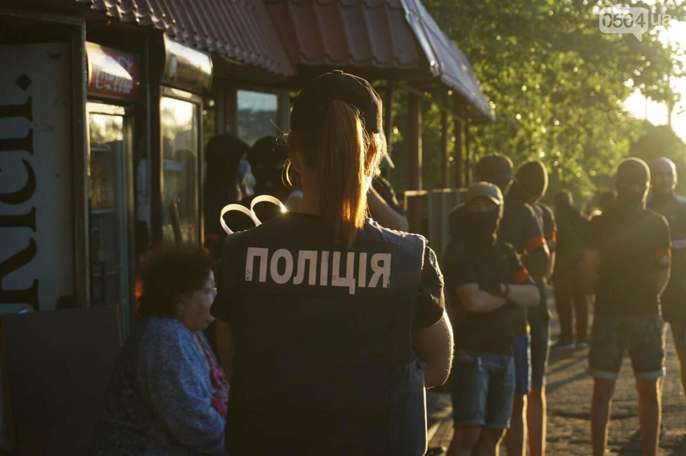 """""""При Януковиче такого не было..."""": криворожанка негодовала из-за закрытия активистами """"наливайки"""", - ФОТО, ВИДЕО, фото-76"""