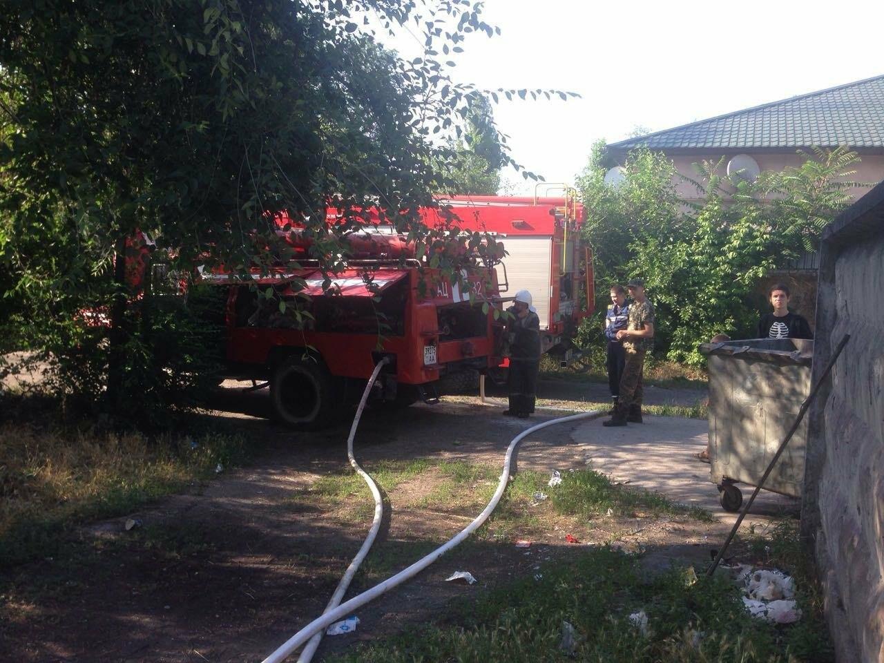 Возле одного из жилых домов в Кривом Роге вспыхнули подсобные помещения, - ФОТО, фото-3