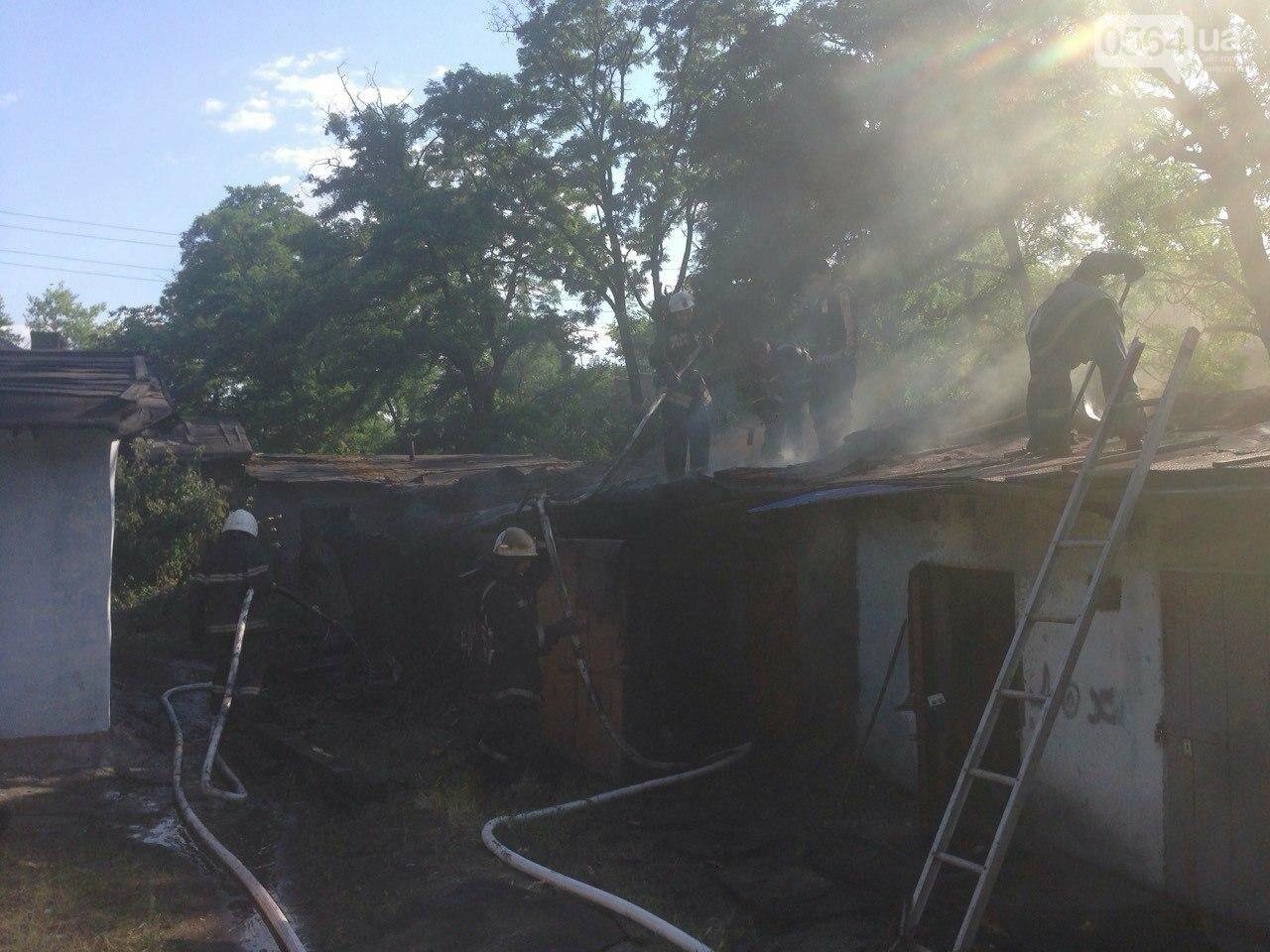 Возле одного из жилых домов в Кривом Роге вспыхнули подсобные помещения, - ФОТО, фото-1