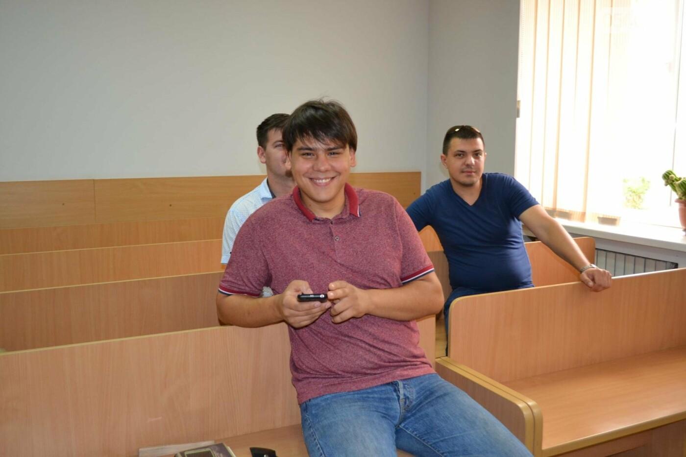 """Свидетель по делу лидера """"Автомайдана"""" в Кривом Роге заявил, что видел """"облако"""", - ФОТО, фото-8"""