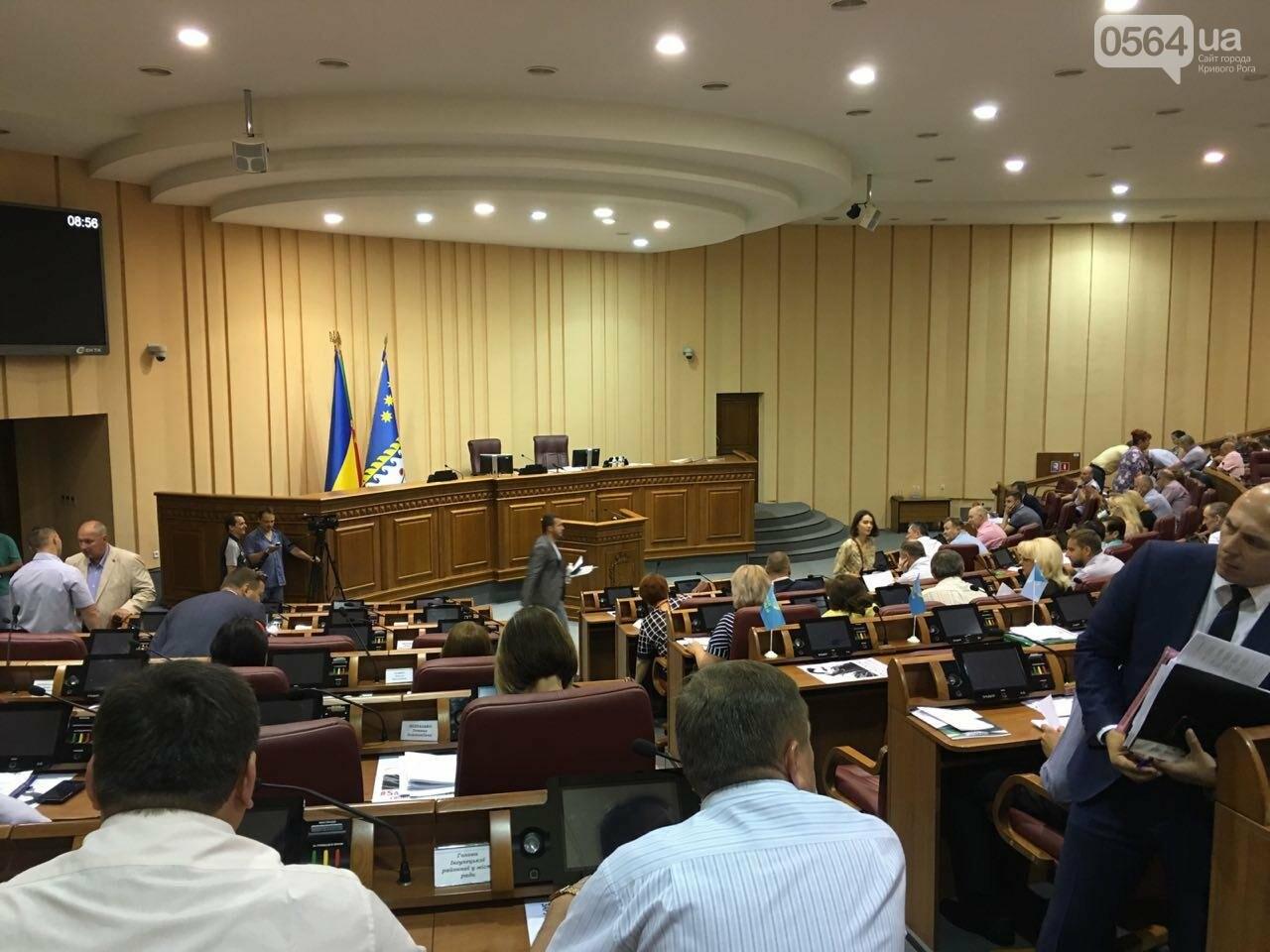 Криворожские депутаты обсудят вопрос премирования мэра и его заместителей, тариф на проезд в маршрутках и поддержку бизнесменов, - ФОТО, фото-1