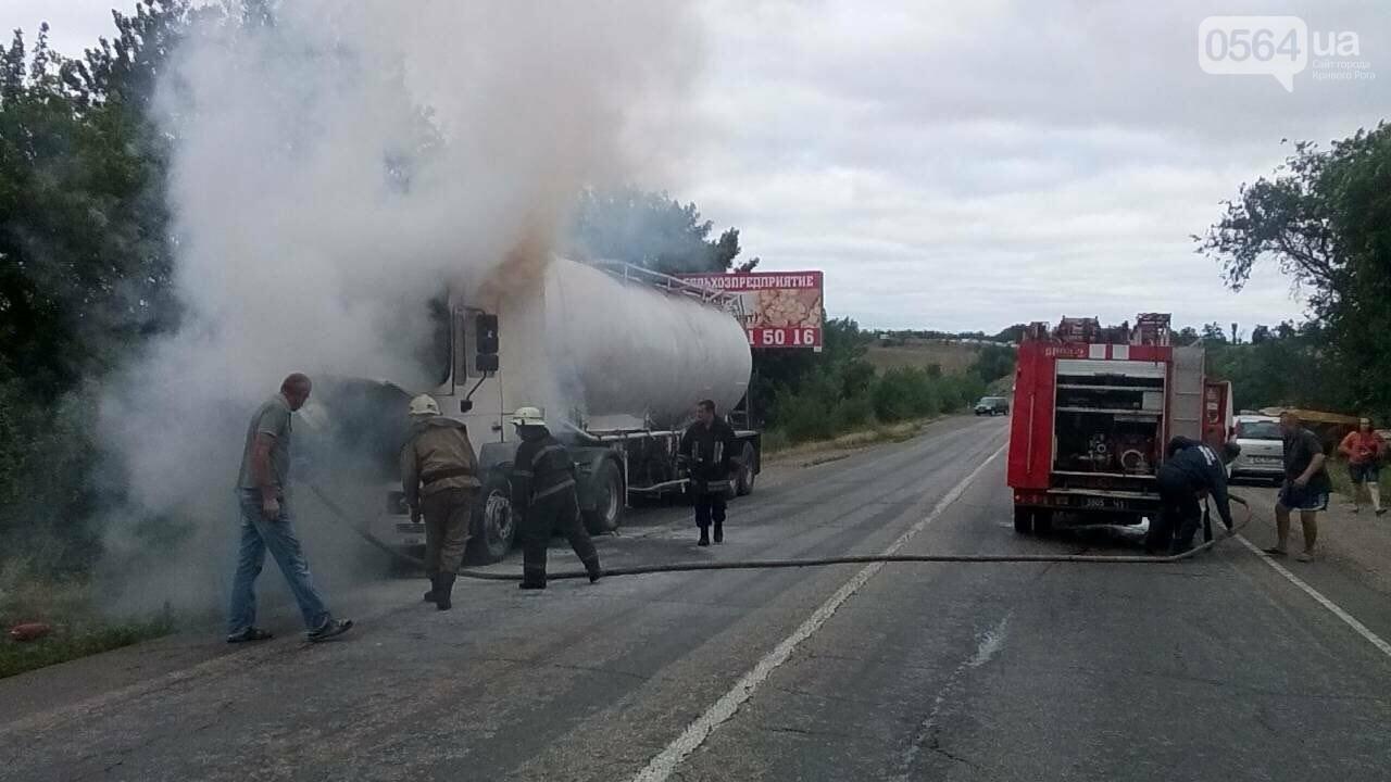 В Криворожском районе на временной стоянке сгорела фура, - ФОТО, фото-1