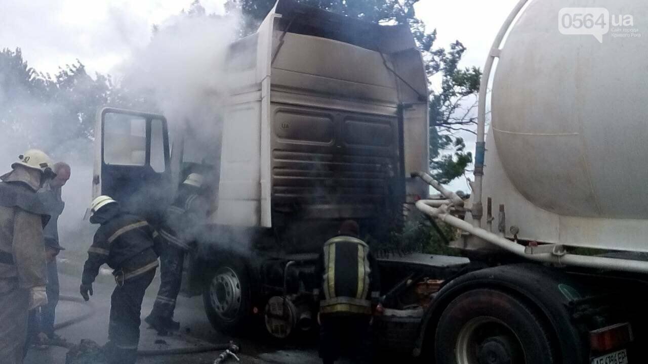 В Криворожском районе на временной стоянке сгорела фура, - ФОТО, фото-2