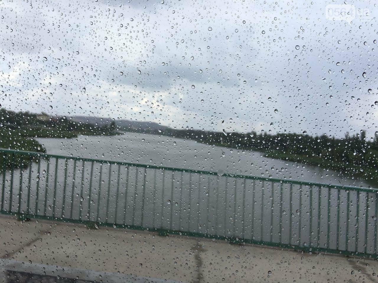 Маршрут дождя: В Кривом Роге в одних районах льет ливень, в других ярко светит солнце, - ФОТО, фото-19