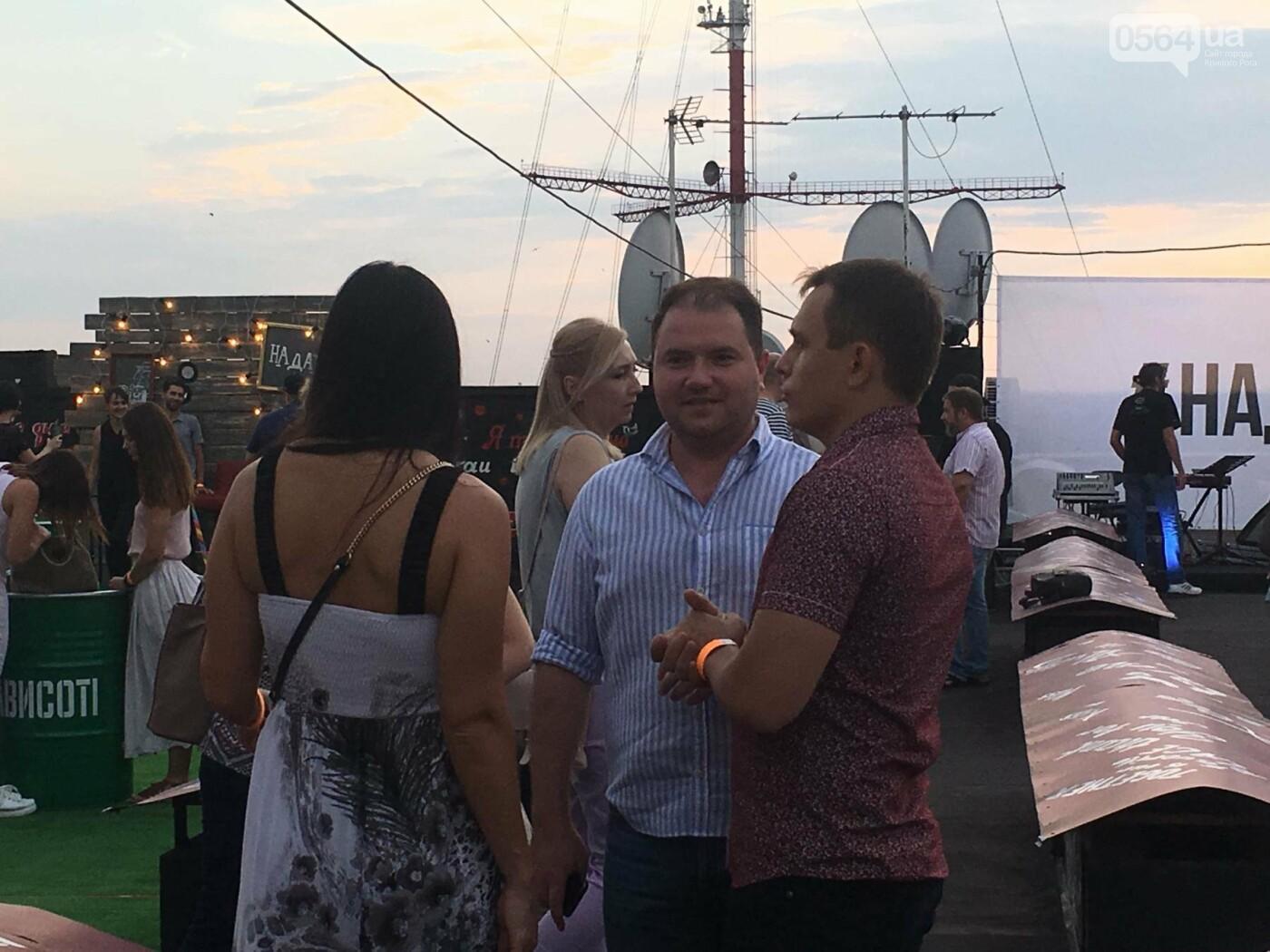 Сотни криворожан встречали закат на крыше отеля под мелодии джаза, - ФОТО, ВИДЕО, фото-20