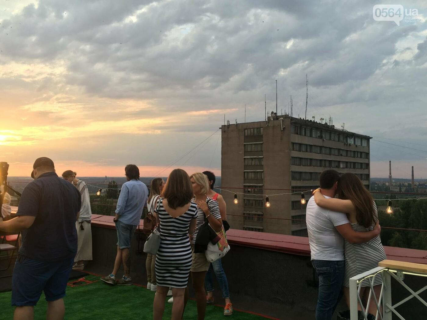 Сотни криворожан встречали закат на крыше отеля под мелодии джаза, - ФОТО, ВИДЕО, фото-34
