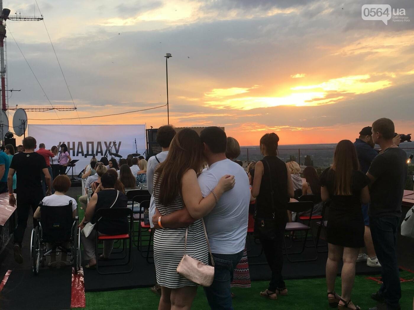 Сотни криворожан встречали закат на крыше отеля под мелодии джаза, - ФОТО, ВИДЕО, фото-23
