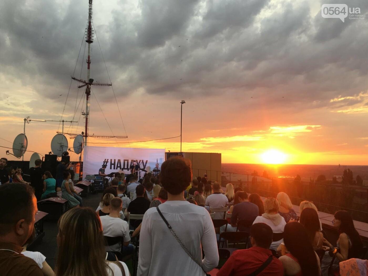 Сотни криворожан встречали закат на крыше отеля под мелодии джаза, - ФОТО, ВИДЕО, фото-35