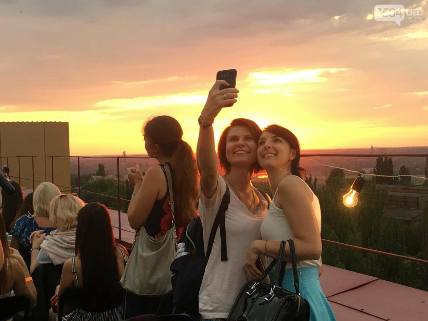 Сотни криворожан встречали закат на крыше отеля под мелодии джаза, - ФОТО, ВИДЕО, фото-11