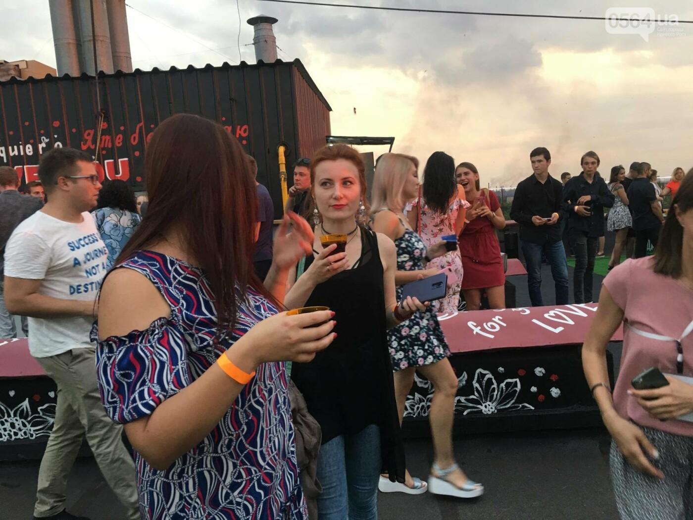 Сотни криворожан встречали закат на крыше отеля под мелодии джаза, - ФОТО, ВИДЕО, фото-47