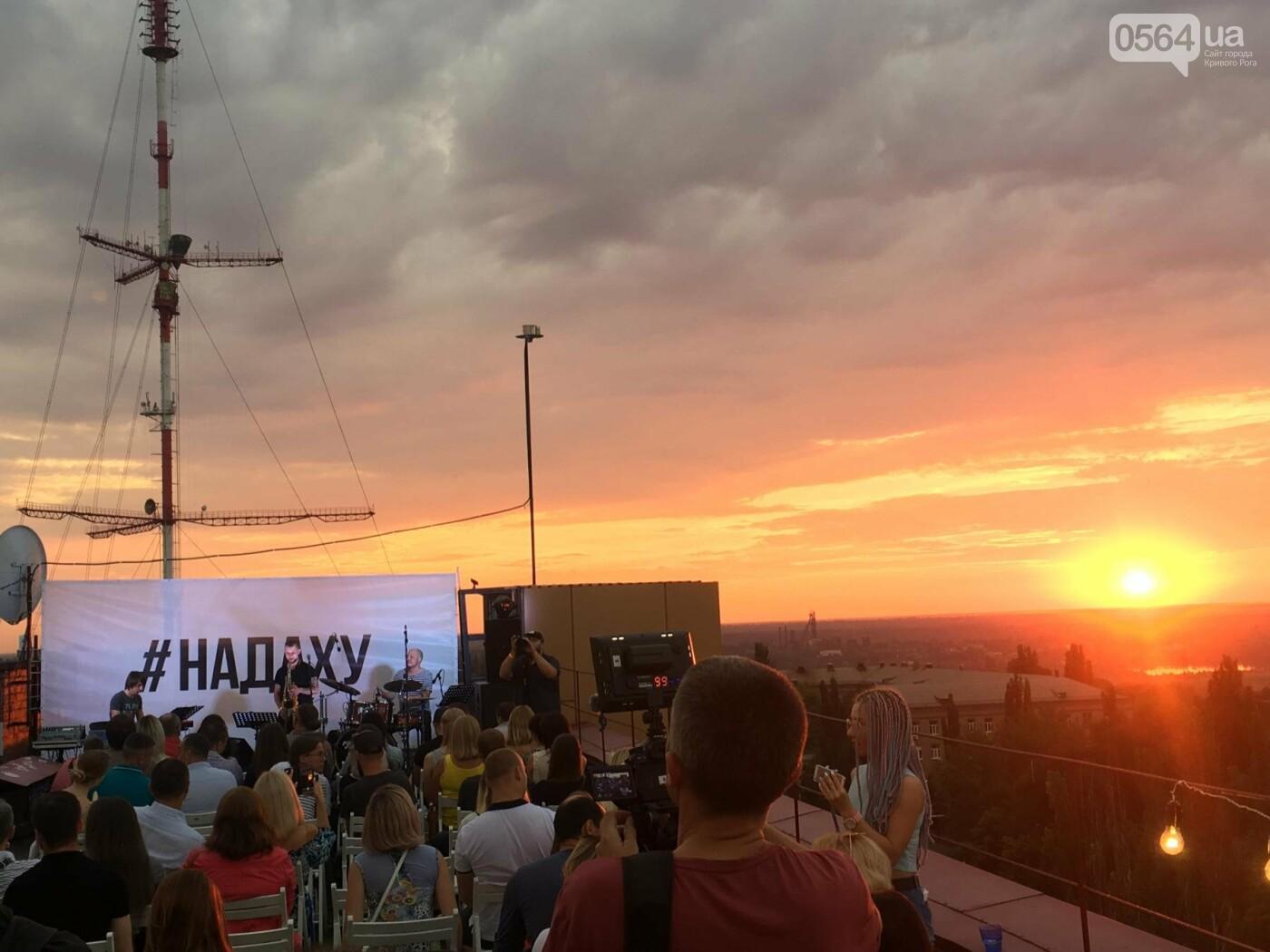 Сотни криворожан встречали закат на крыше отеля под мелодии джаза, - ФОТО, ВИДЕО, фото-19