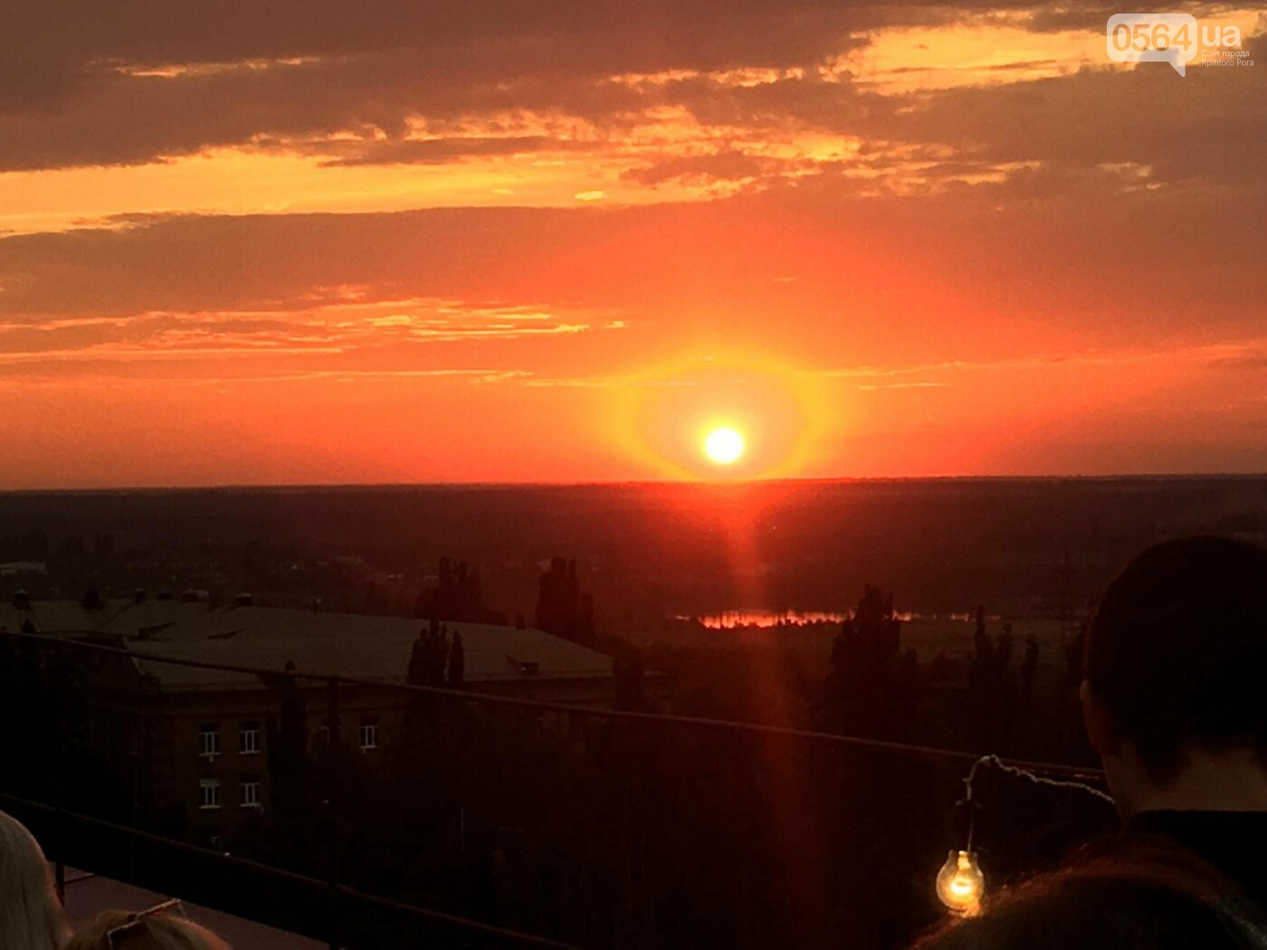 Сотни криворожан встречали закат на крыше отеля под мелодии джаза, - ФОТО, ВИДЕО, фото-4