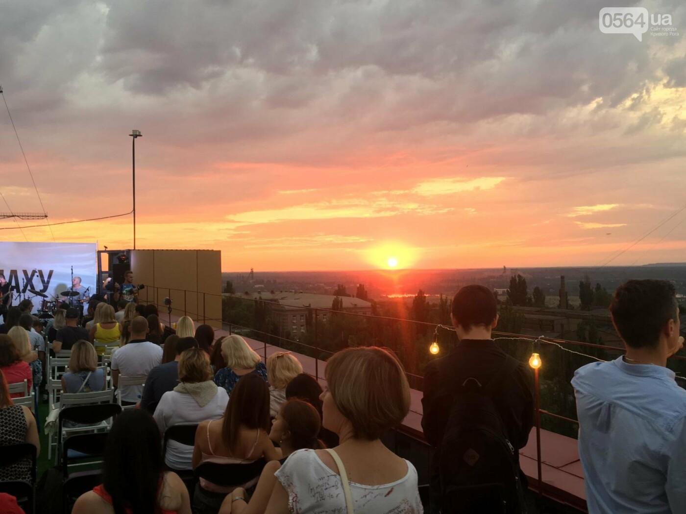 Сотни криворожан встречали закат на крыше отеля под мелодии джаза, - ФОТО, ВИДЕО, фото-24