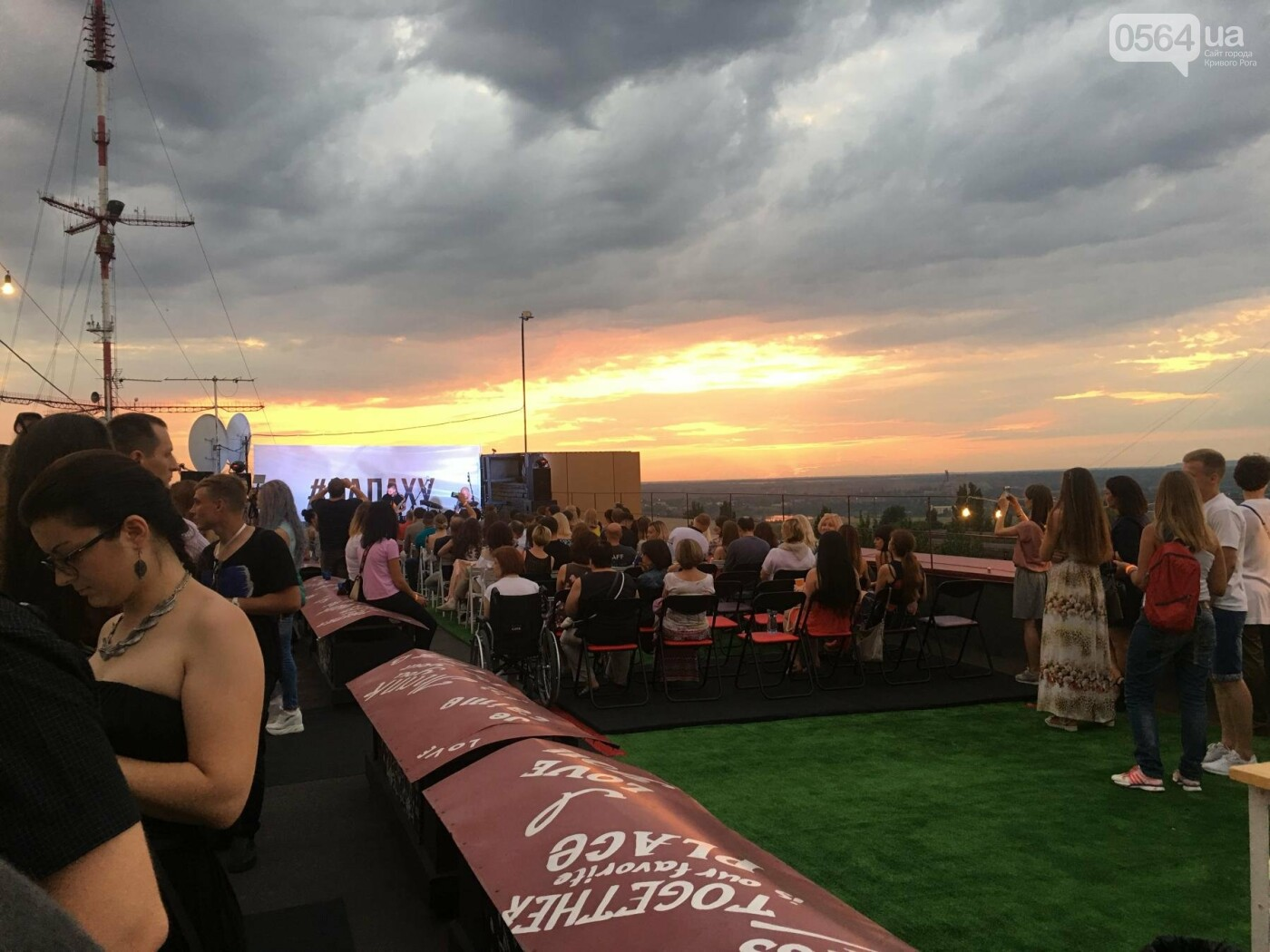 Сотни криворожан встречали закат на крыше отеля под мелодии джаза, - ФОТО, ВИДЕО, фото-42