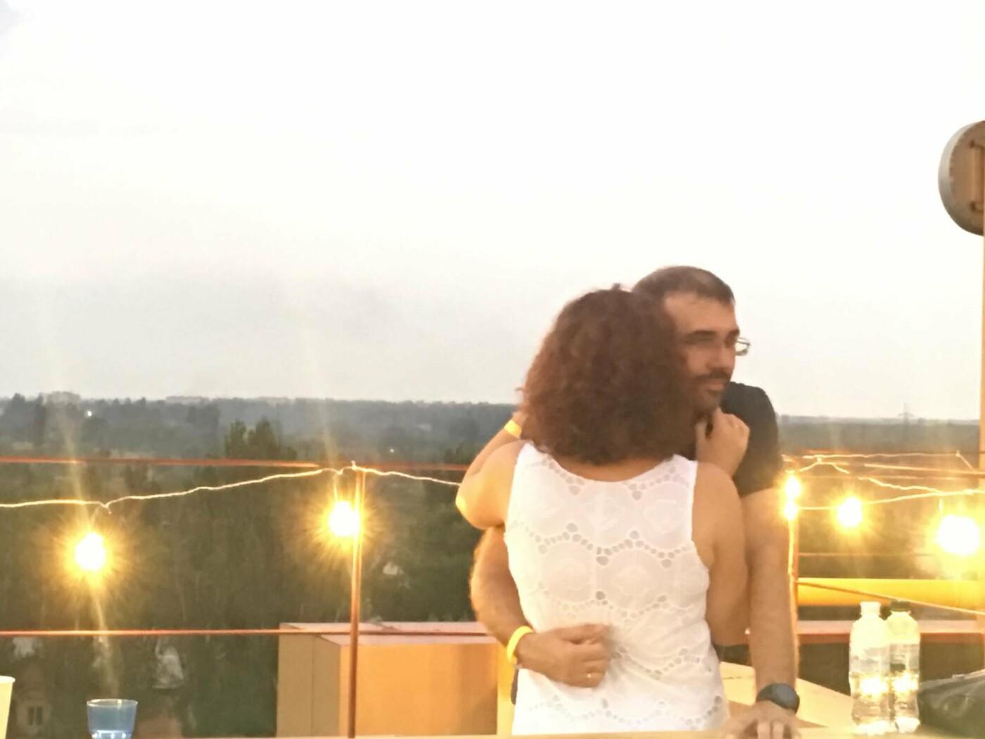 Сотни криворожан встречали закат на крыше отеля под мелодии джаза, - ФОТО, ВИДЕО, фото-1