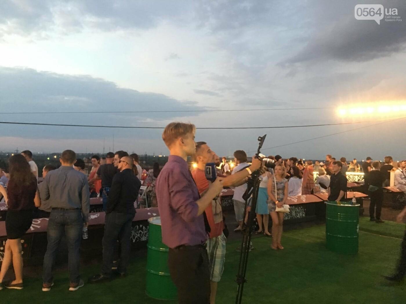 Сотни криворожан встречали закат на крыше отеля под мелодии джаза, - ФОТО, ВИДЕО, фото-29