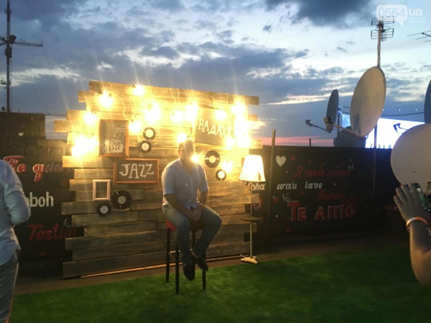 Сотни криворожан встречали закат на крыше отеля под мелодии джаза, - ФОТО, ВИДЕО, фото-33