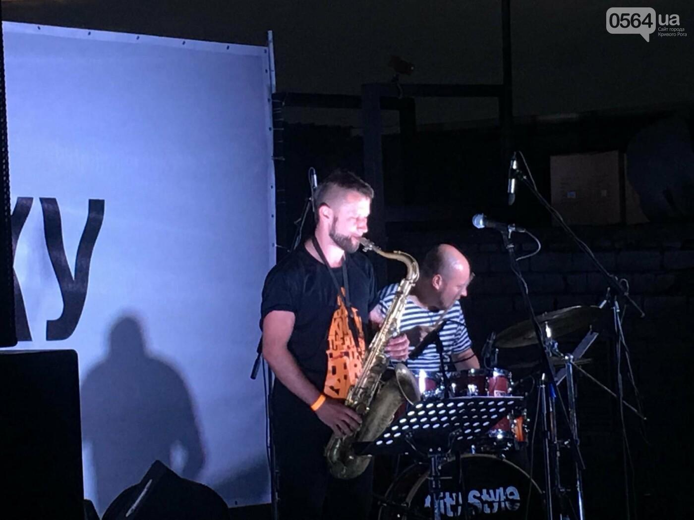 Сотни криворожан встречали закат на крыше отеля под мелодии джаза, - ФОТО, ВИДЕО, фото-7