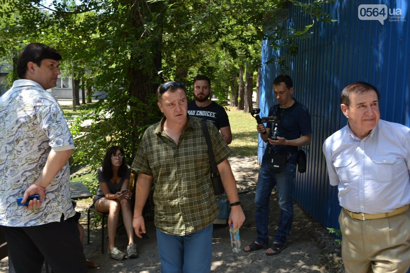 """В Кривом Роге активисты обнаружили очередную """"наливайку"""", а полицейский назвал это """"фигней"""", - ФОТО, ВИДЕО, фото-9"""