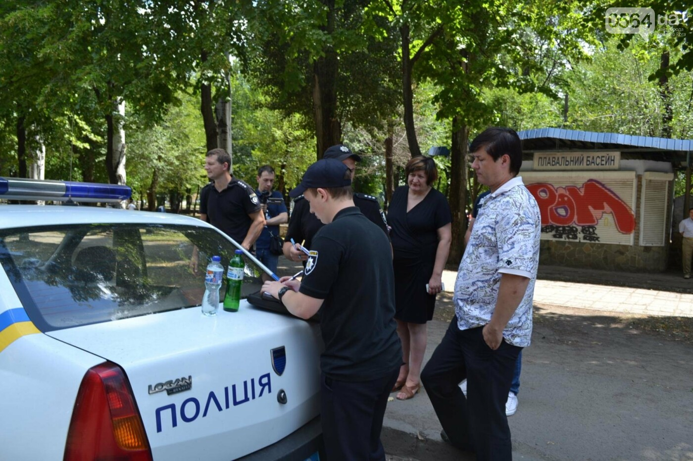 """В Кривом Роге активисты обнаружили очередную """"наливайку"""", а полицейский назвал это """"фигней"""", - ФОТО, ВИДЕО, фото-6"""