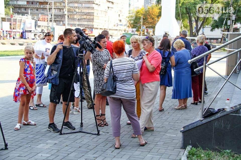 """""""Кривбассовцы"""" в Днепре провели акцию поддержки заложников Кремля, - ФОТО, фото-13"""