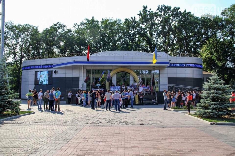"""""""Кривбассовцы"""" в Днепре провели акцию поддержки заложников Кремля, - ФОТО, фото-25"""