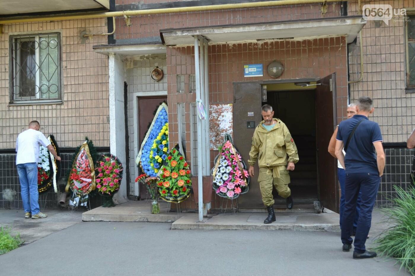 Криворожане простились с ветераном АТО Владимиром Близнюком, - ФОТО, фото-16