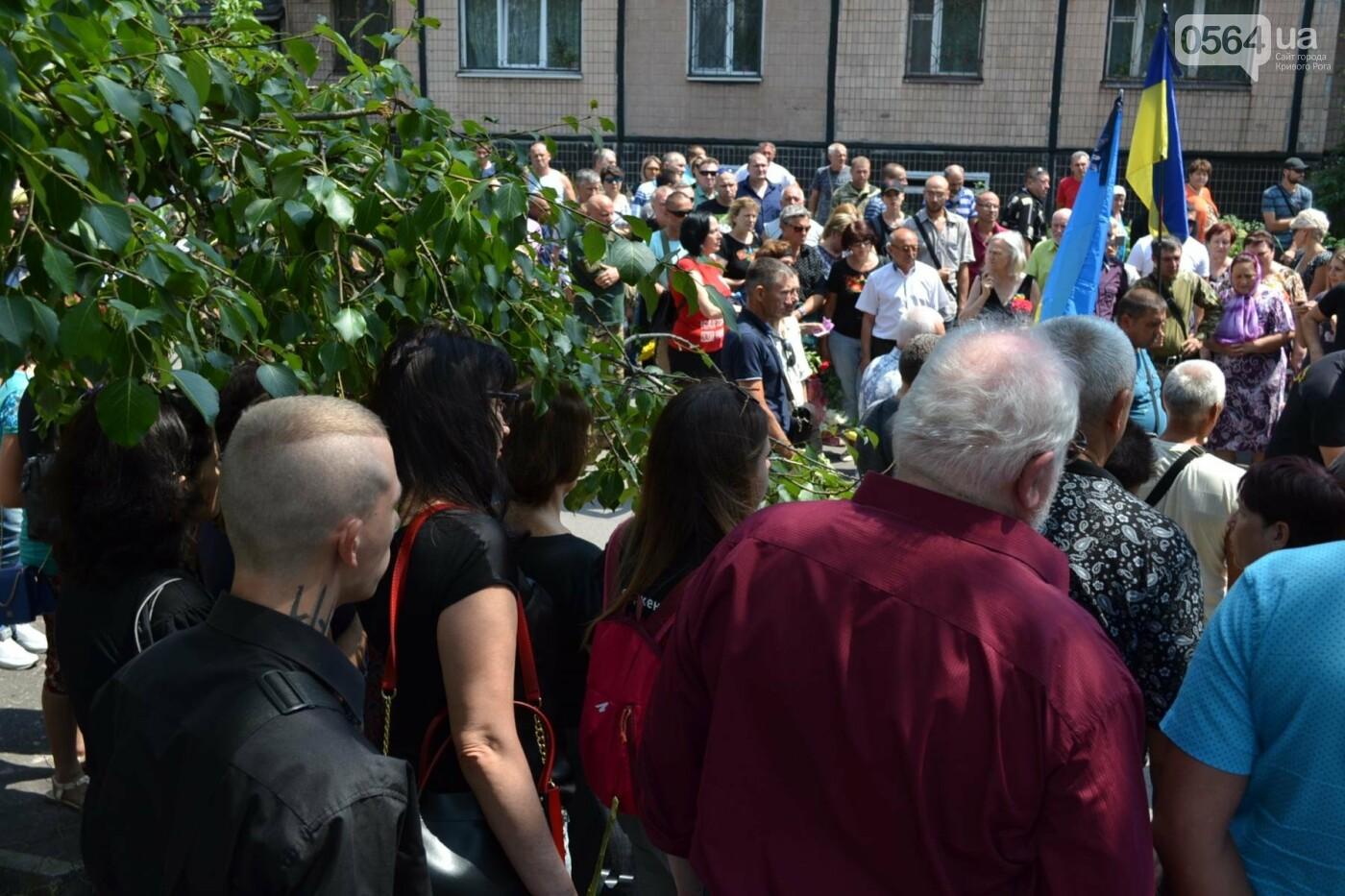 Криворожане простились с ветераном АТО Владимиром Близнюком, - ФОТО, фото-11