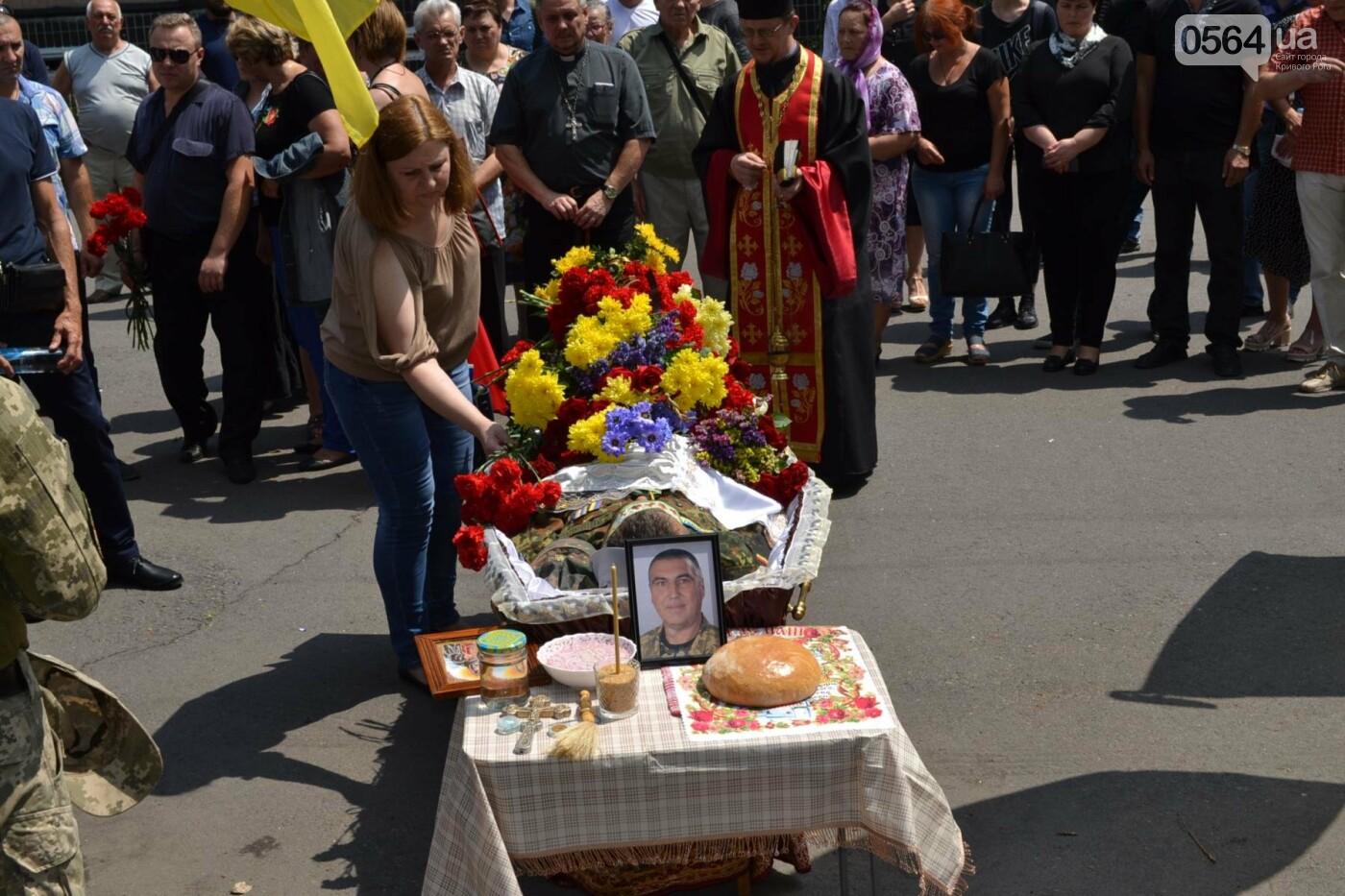 Криворожане простились с ветераном АТО Владимиром Близнюком, - ФОТО, фото-18