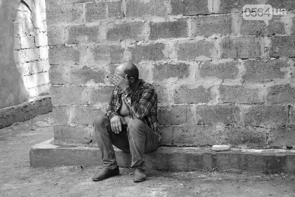 "Темная сторона ""города без окраин"": В центре Кривого Рога - гаражи-наливайки, торговля самогоном и люди-тени, - ФОТО, фото-5"