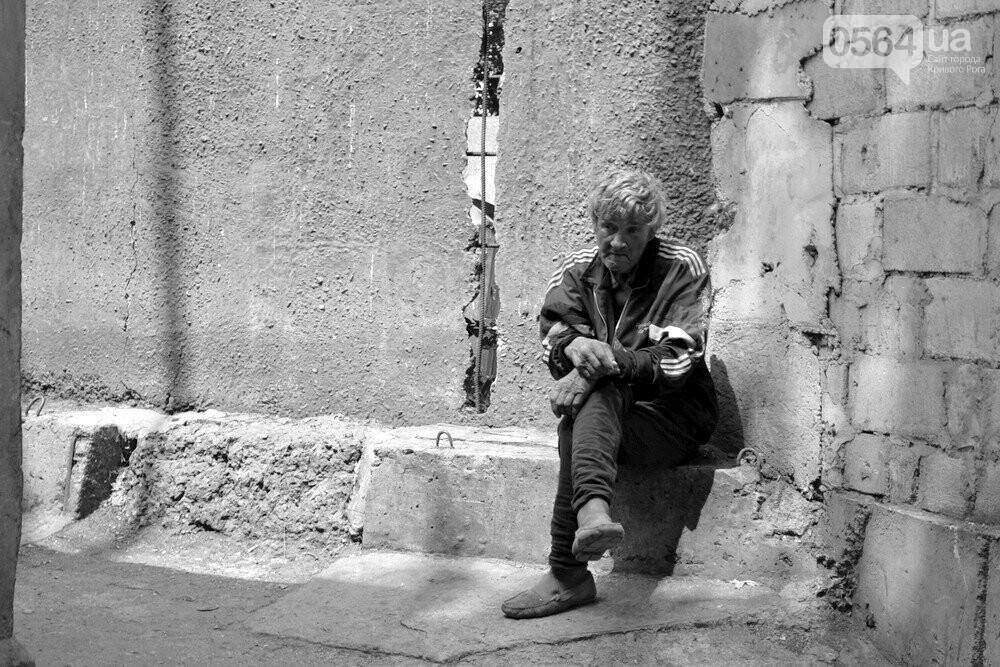 "Темная сторона ""города без окраин"": В центре Кривого Рога - гаражи-наливайки, торговля самогоном и люди-тени, - ФОТО, фото-6"