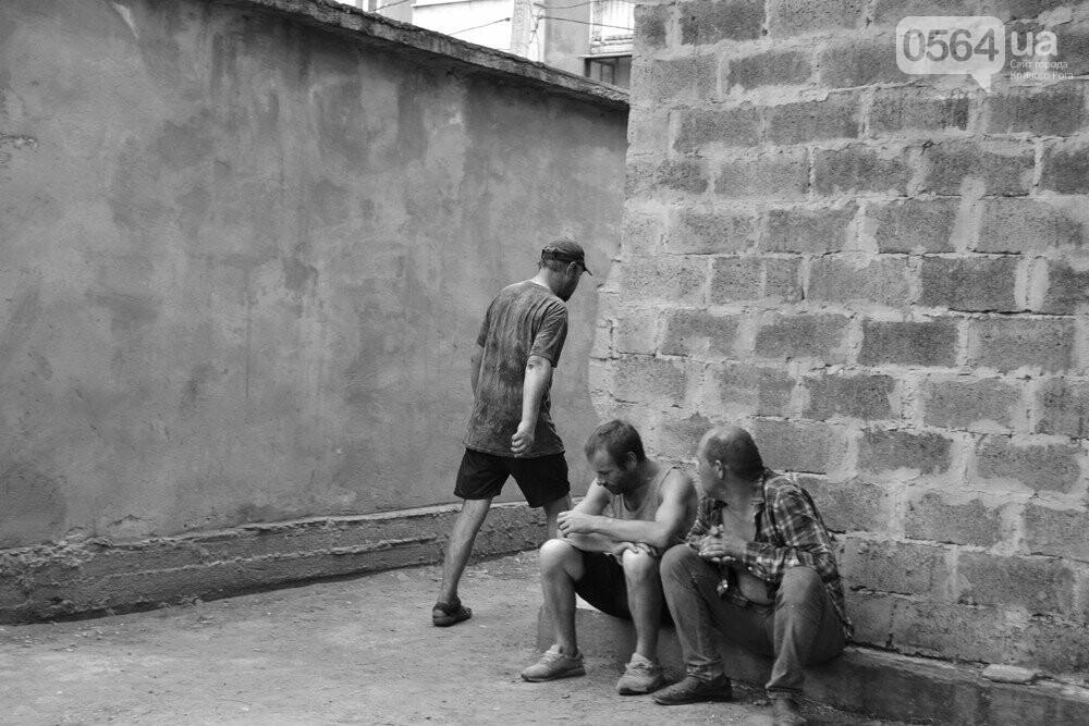 "Темная сторона ""города без окраин"": В центре Кривого Рога - гаражи-наливайки, торговля самогоном и люди-тени, - ФОТО, фото-12"