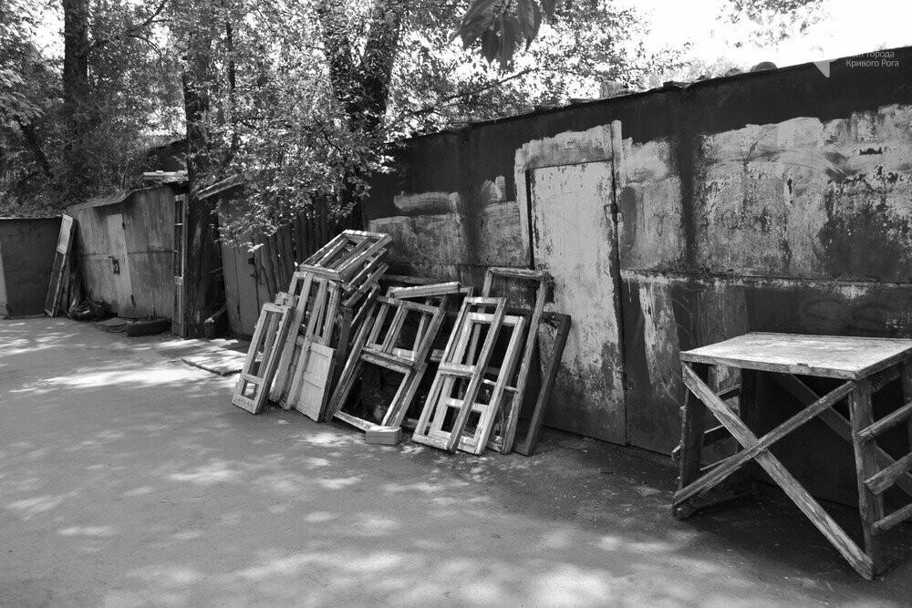 "Темная сторона ""города без окраин"": В центре Кривого Рога - гаражи-наливайки, торговля самогоном и люди-тени, - ФОТО, фото-15"