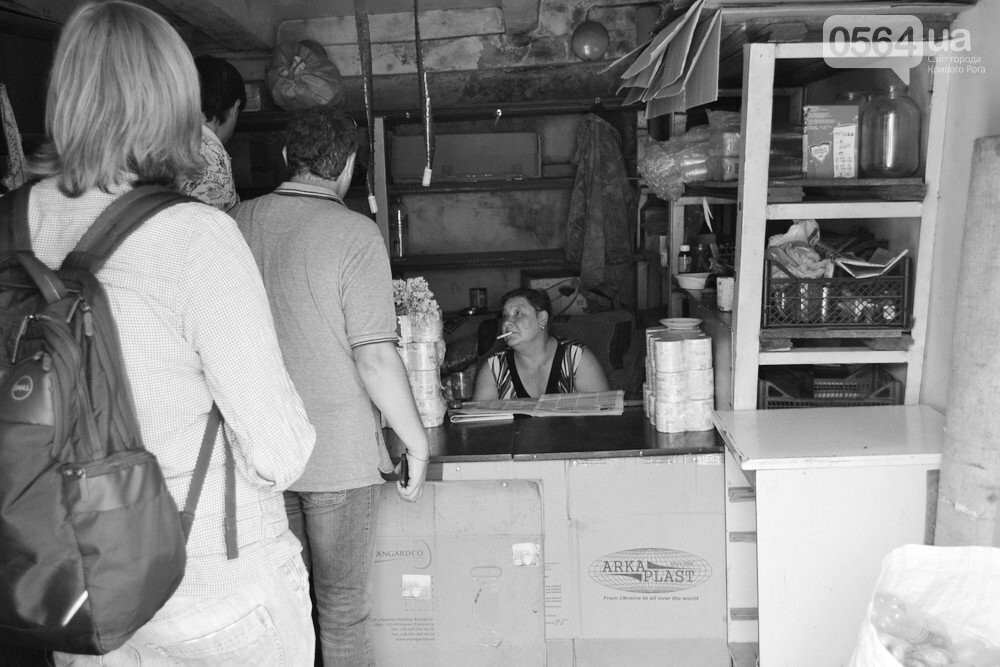 "Темная сторона ""города без окраин"": В центре Кривого Рога - гаражи-наливайки, торговля самогоном и люди-тени, - ФОТО, фото-13"