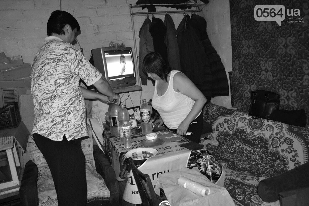 "Темная сторона ""города без окраин"": В центре Кривого Рога - гаражи-наливайки, торговля самогоном и люди-тени, - ФОТО, фото-14"