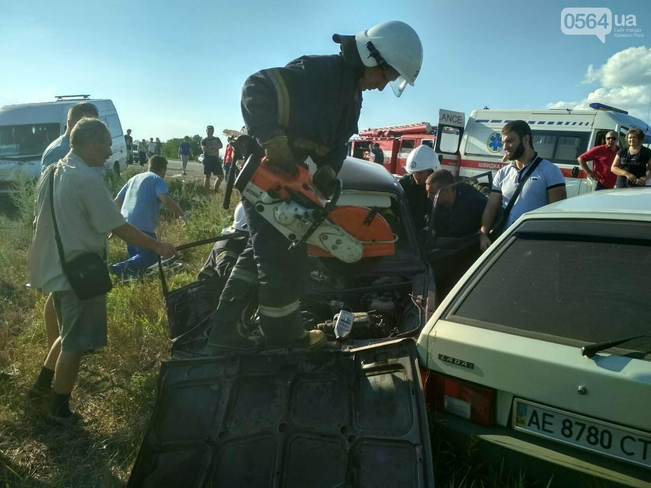 На Днепропетровщине столкнулись маршрутка и 2 легковушки. Один человек погиб, - ФОТО, фото-1