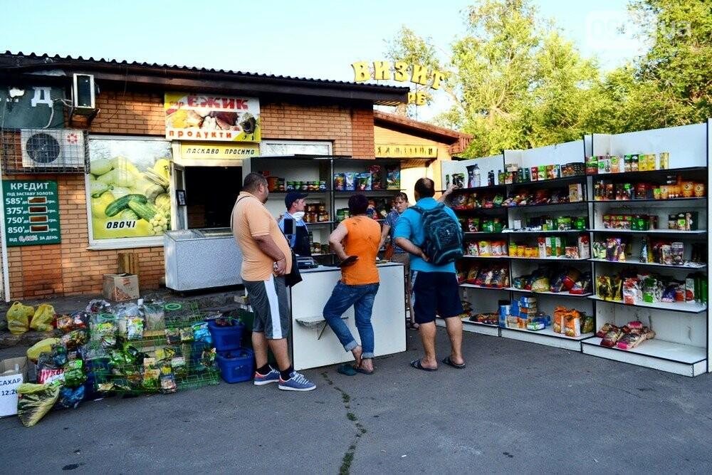 С пылу, с жару: Продукты из магазина-погорельца на выходных криворожане покупали с 40% скидкой, - ФОТО , фото-11