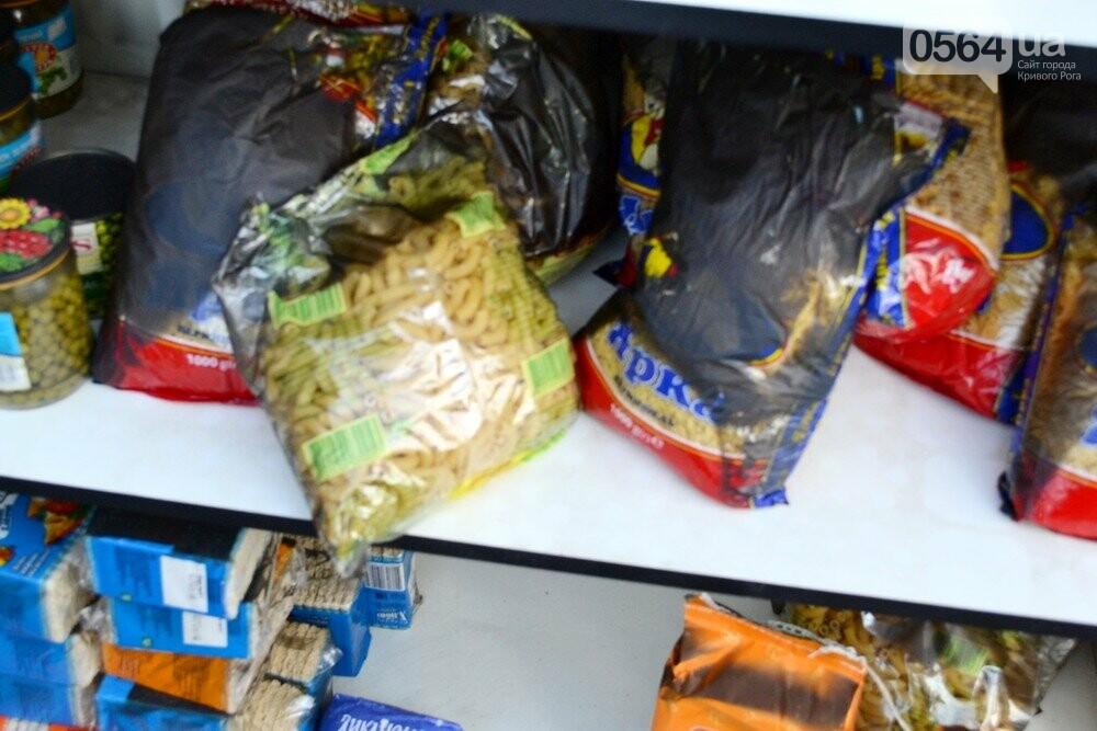 С пылу, с жару: Продукты из магазина-погорельца на выходных криворожане покупали с 40% скидкой, - ФОТО , фото-6