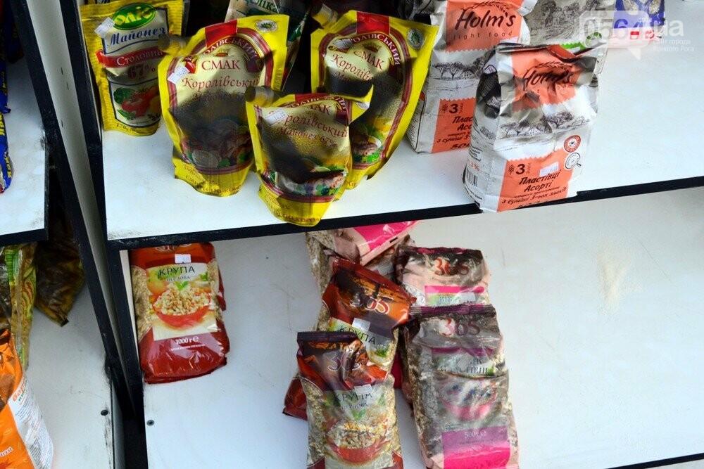 С пылу, с жару: Продукты из магазина-погорельца на выходных криворожане покупали с 40% скидкой, - ФОТО , фото-7