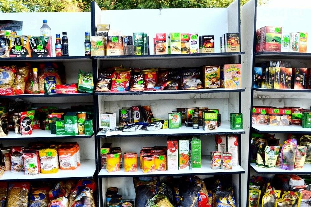 С пылу, с жару: Продукты из магазина-погорельца на выходных криворожане покупали с 40% скидкой, - ФОТО , фото-15