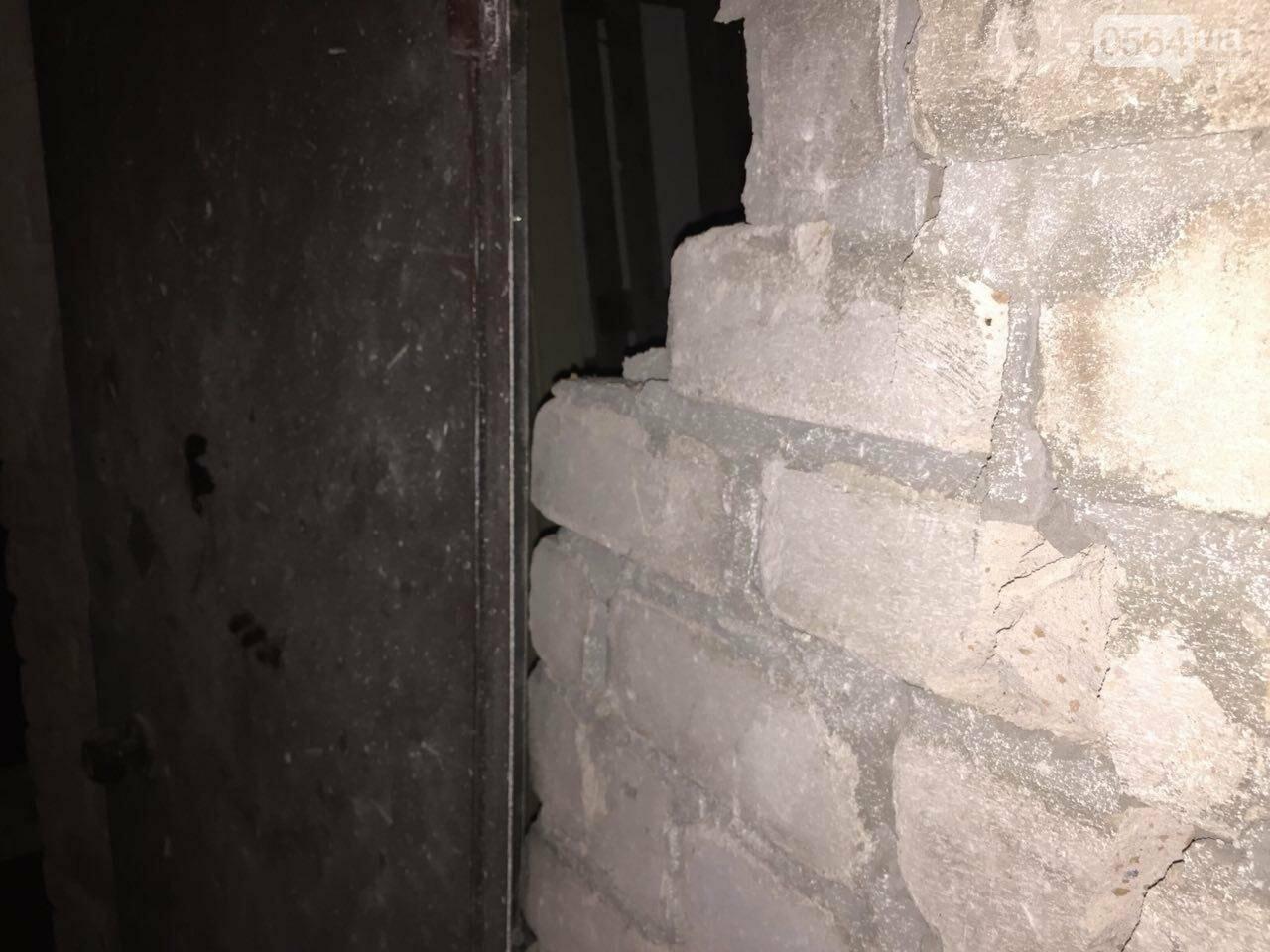 Спустя 2 часа после взрыва в криворожской многоэтажке, жильцов дома пустили в квартиры, - ФОТО, ВИДЕО, фото-6
