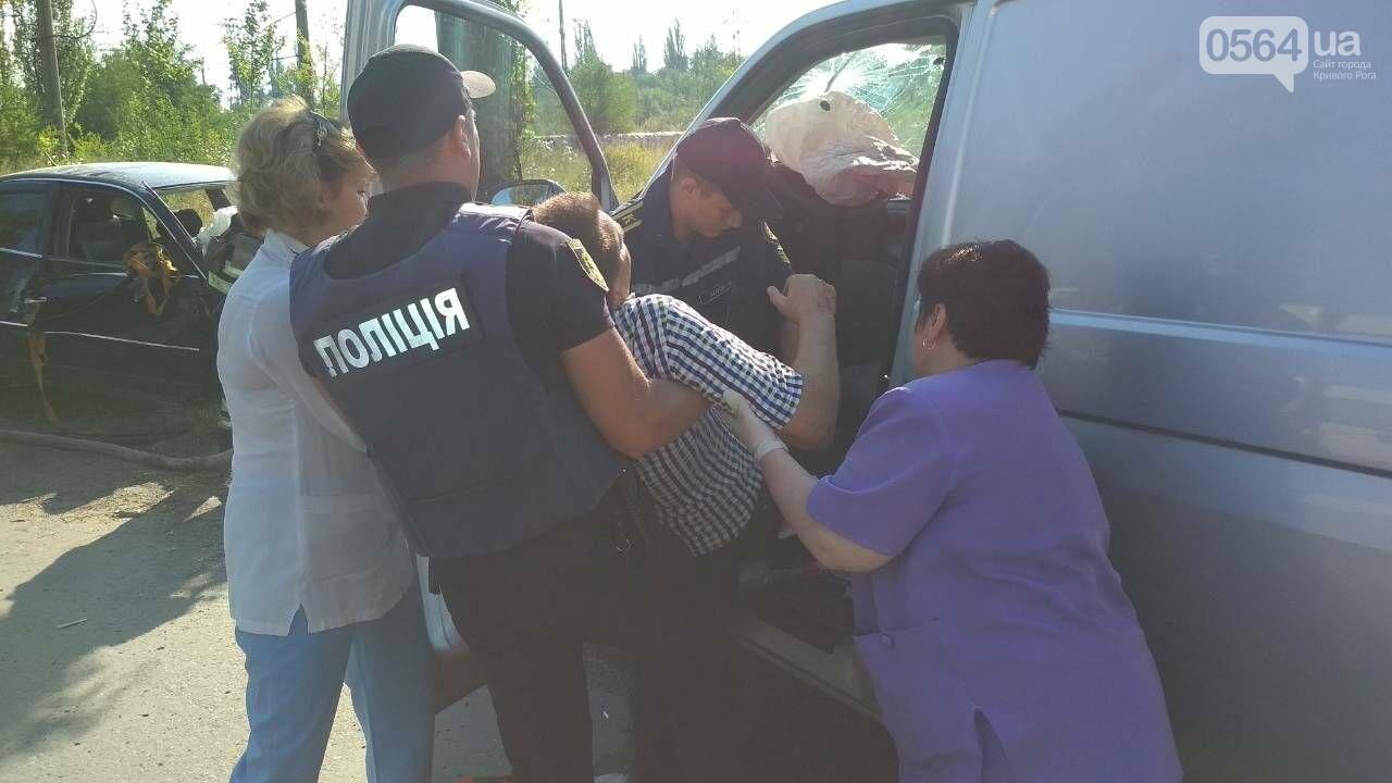 """""""Лоб в лоб"""": в результате жуткого ДТП в Кривом Роге пострадали три человека, - ФОТО, фото-1"""