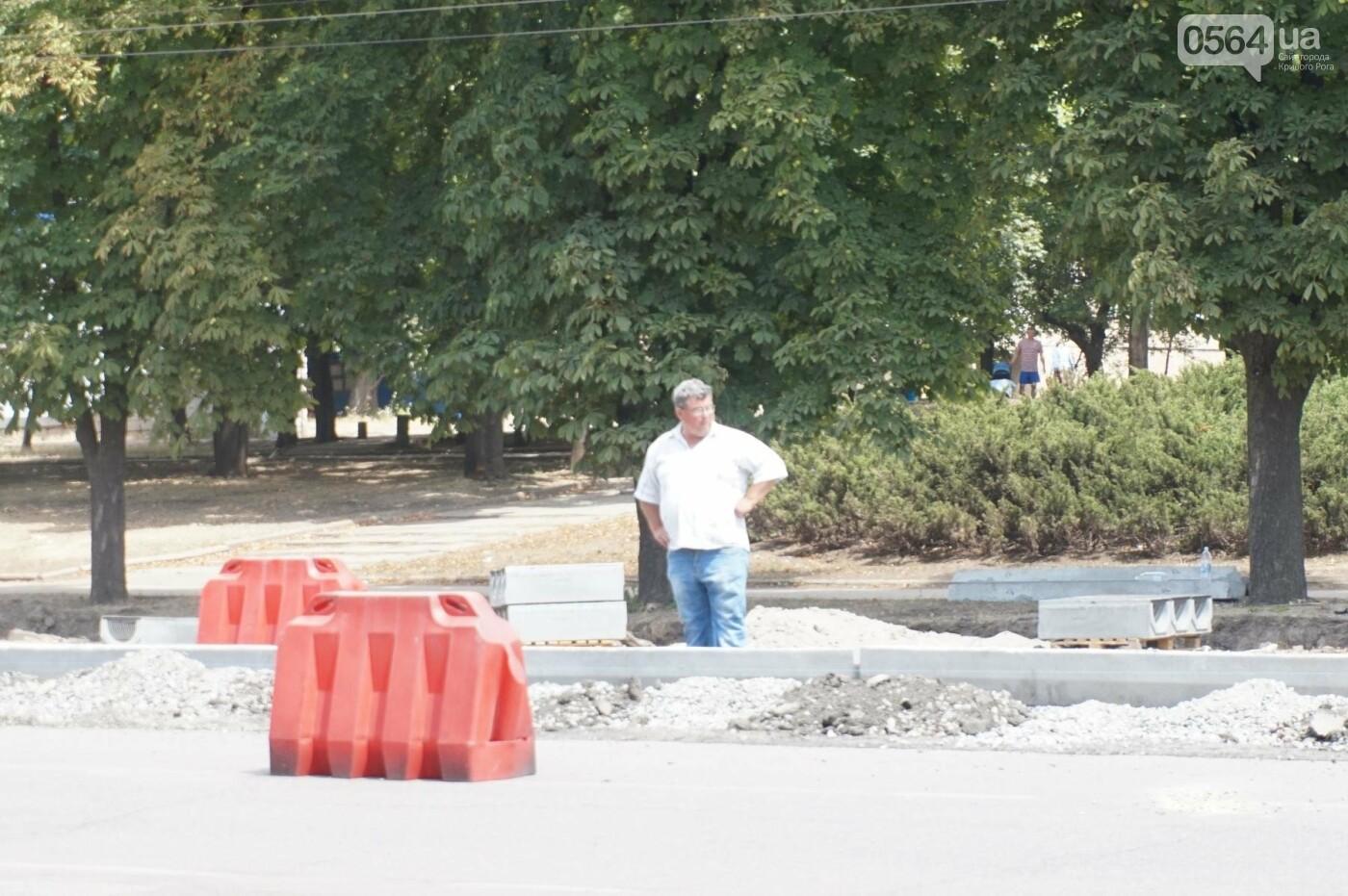 С сегодняшнего дня на центральном проспекте Кривого Рога отменены 3 остановки и запрещена парковка, - ФОТО, фото-16