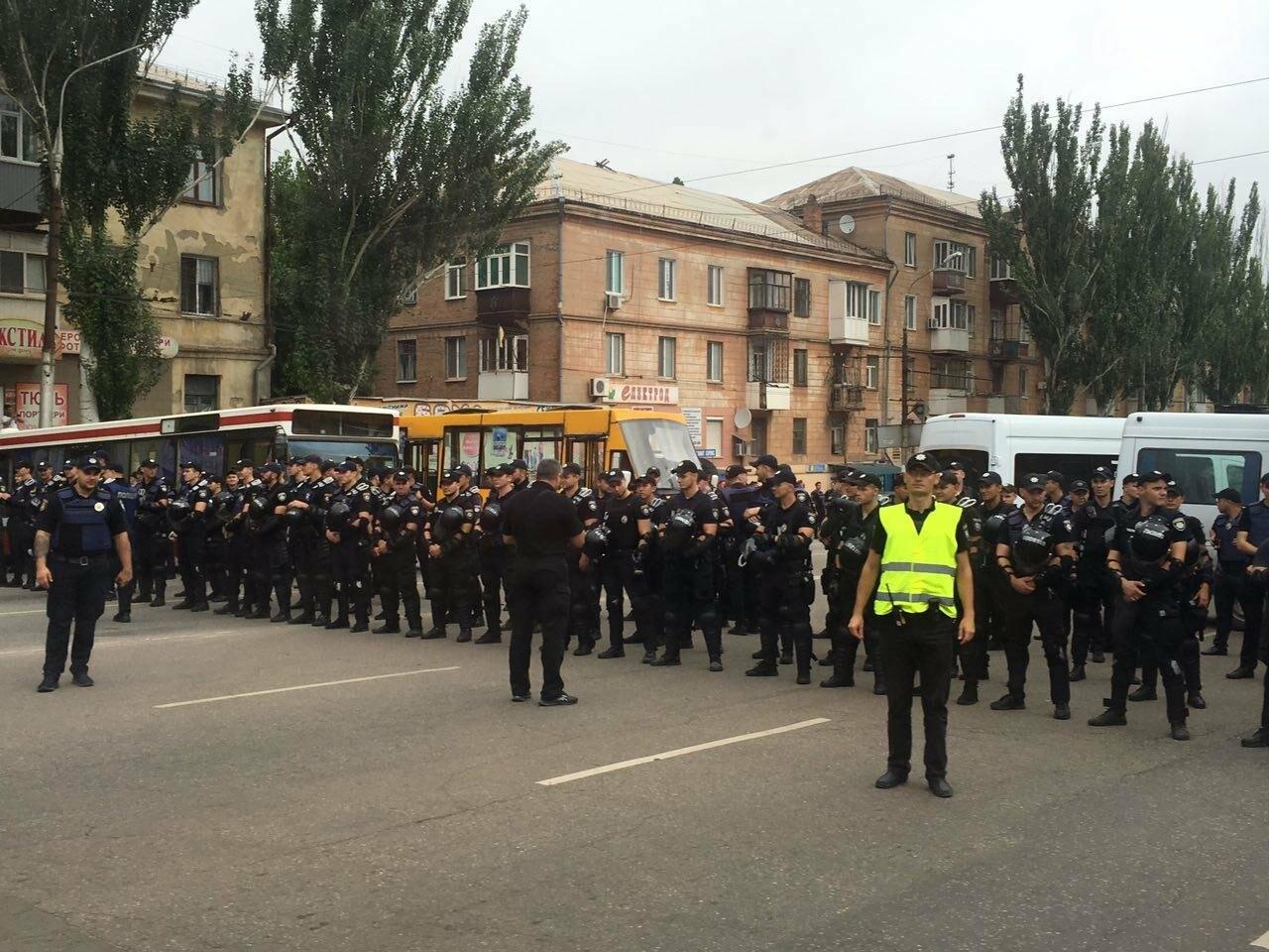 Такого Кривой Рог еще не видел: Сотни полицейских охраняли мирное шествие нескольких десятков людей, - ФОТО, фото-1