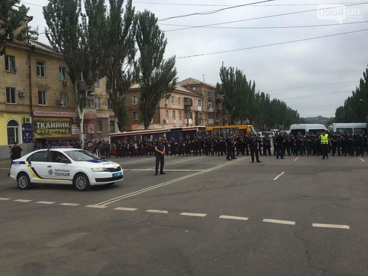 Такого Кривой Рог еще не видел: Сотни полицейских охраняли мирное шествие нескольких десятков людей, - ФОТО, фото-7