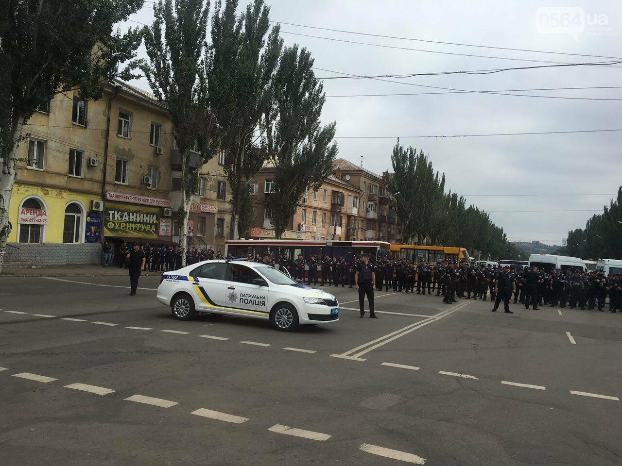 Такого Кривой Рог еще не видел: Сотни полицейских охраняли мирное шествие нескольких десятков людей, - ФОТО, фото-4